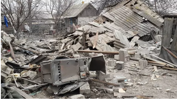 Бойовики розтрощили 20 будинків у селах, що в підступах до Маріуполя (ФОТО)