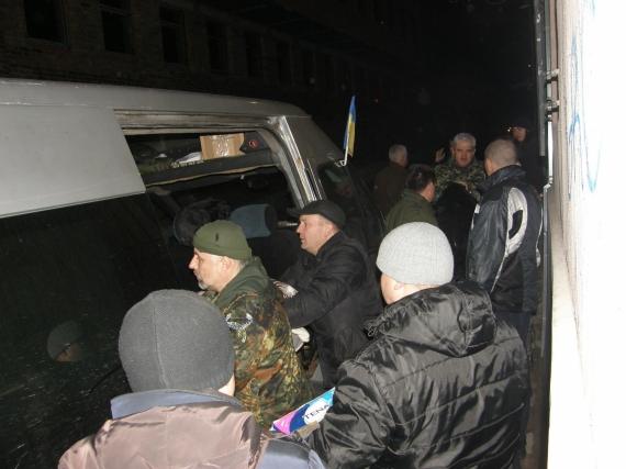 Львівські волонтери відправили на схід три автомобілі із допомогою для бійців АТО  (Фото)