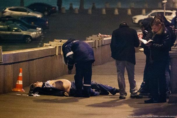 Появились первые фото с места гибели Немцова