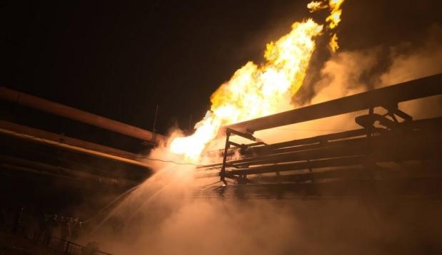 На Авдеевском коксохиме почти 10 часов тушили пожар после обстрела завода боевиками
