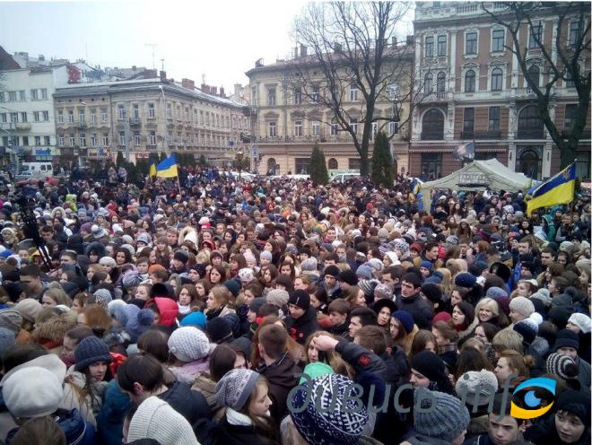 Во Львове прошла шествие: вспоминают борцов за Украину (фоторепортаж, видео)
