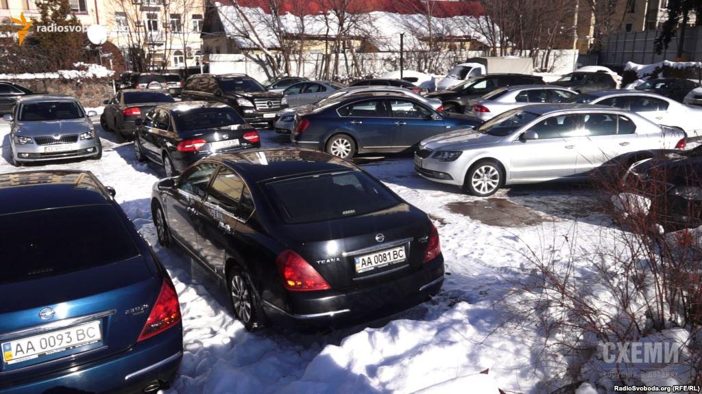 Кожного суддю ВСУ возить два державних авто  (Відео)