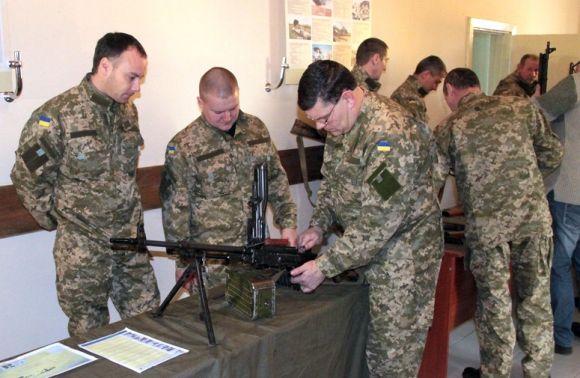 Мобілізовані відновлюють бойові навички в центрі Академії Сухопутних військ на Львівщині