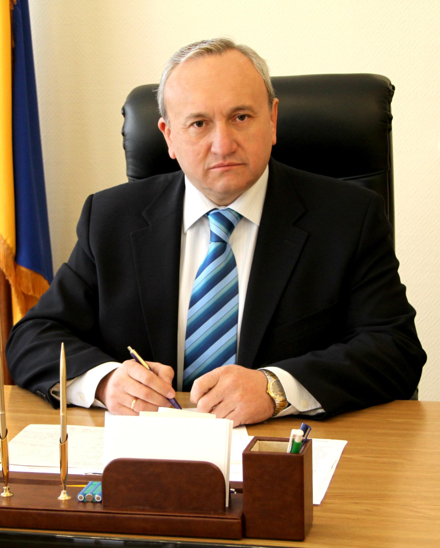 Городской председатель Червонограда паркует свое авто в запрещенных местах (Видео)