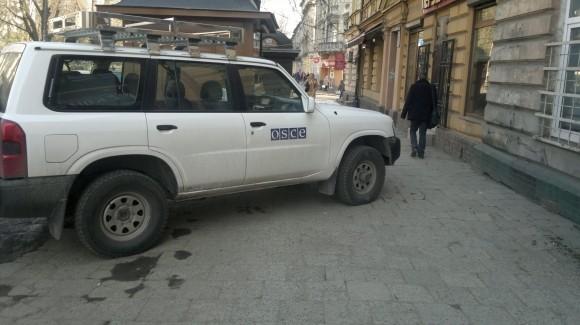 Авто ОБСЄ порушує ПДР у Львові (Фото)