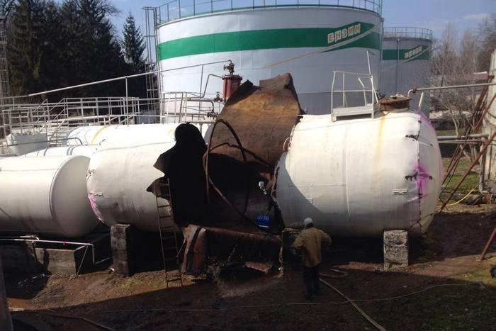 На заводі «Ензим» експерти виявили забруднення аміаком ґрунту і води