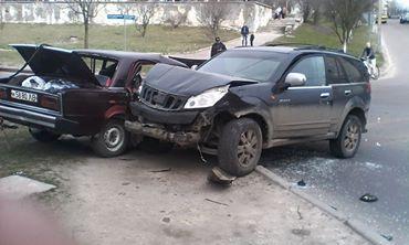"""На Сыхове ДТП. Джип столкнулся с автомобилем """"ВАЗ"""" (фото)"""