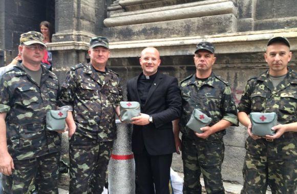 У Гарнізонному храмі Львова зібрали пораненим бійцям 381 983 грн, 11 410 євро й 42 438 доларів