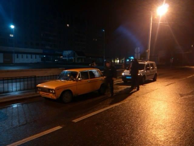 На вул.Чигиринській були затримані двоє осіб, які зливали бензин (фото)
