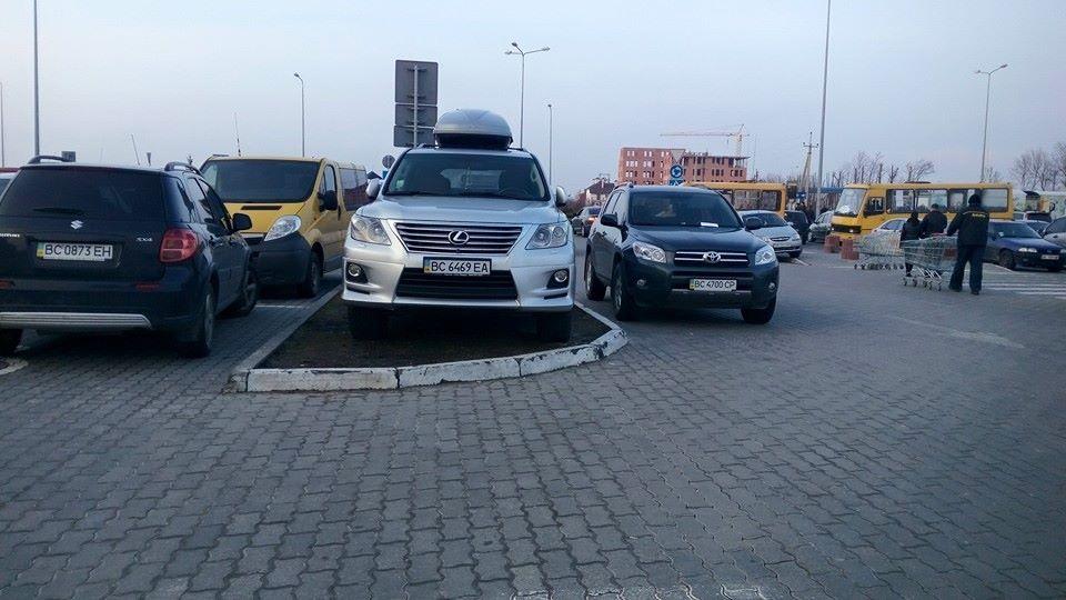 Новий шедевр паркування по-львівськи (фото)
