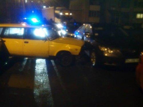 У Львові п'яний водій на вантажівці протаранив три авто (Фото)