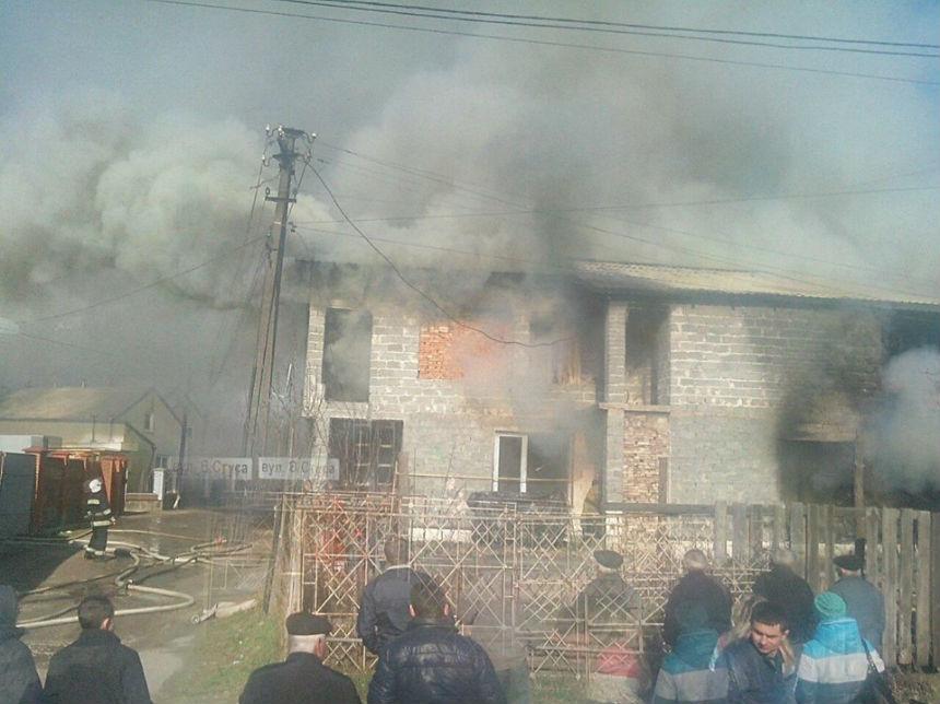 У Малехові на Львівщині під час пожежі в будинку загинула людина (фото)