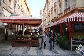 1 квітня на вулицях Львова знову встановлять літні майданчики