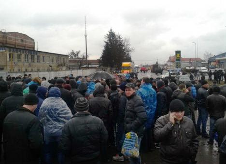 Шахтеры заблокировали дорогу к Червонограду и объявили забастовку