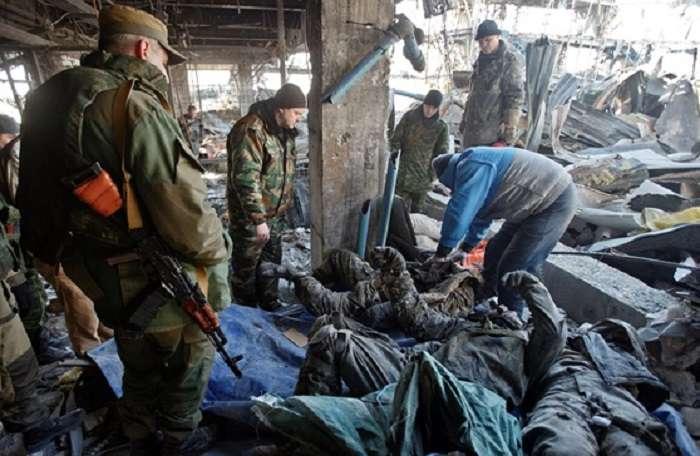 Шокуюче відео тіл загиблих кіборгів в морзі Луганська 21+ (ВІДЕО)
