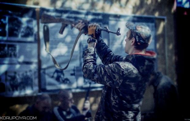 """""""З 8 березня!"""" П'яні терористи протаранили машину помічниці """"прем'єра ЛНР"""""""