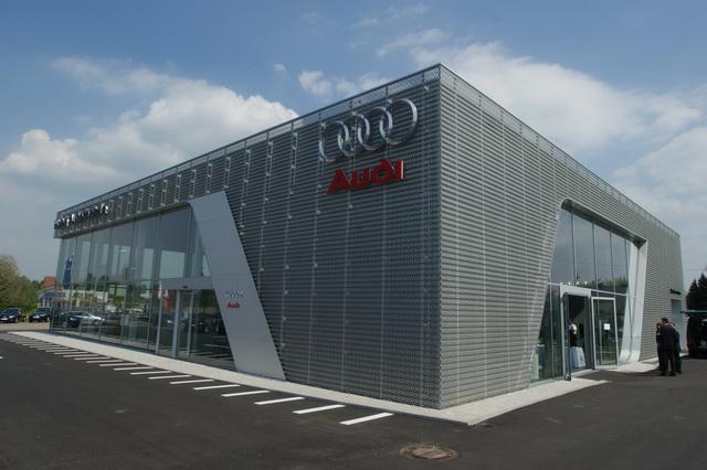 У Львові чоловік намагався вкрасти  Audi А-6 з автосалону