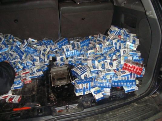 Поляк хотів вивезти з України 7 тисяч пачок сигарет