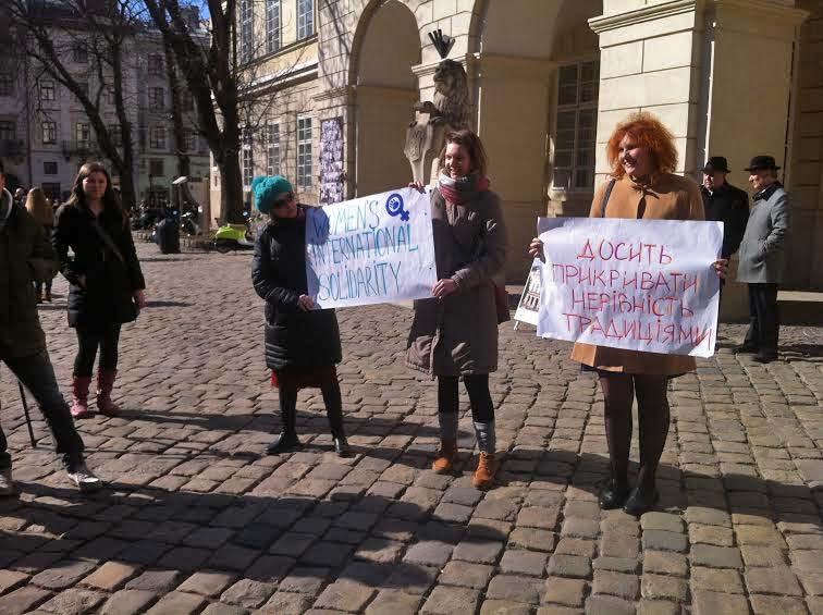 У Львові жінки вийшли проти жіночого свята (Фото)