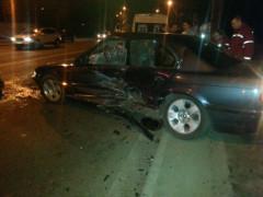 Ночью во Львове столкнулись 2 легковые машины, 4 человека пострадали (ФОТО)