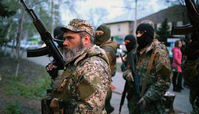 Во время уличних боев чеченцев с абхазцами в Донецке сожгли 3 авто (ФОТО)