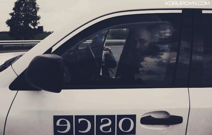 Автомобіль місії ОБСЄ «катається» по Маріуполю не зважаючи на ПДР (ВІДЕО)