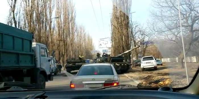 Терористи влаштували в Макіївці танкове ДТП (ВІДЕО)