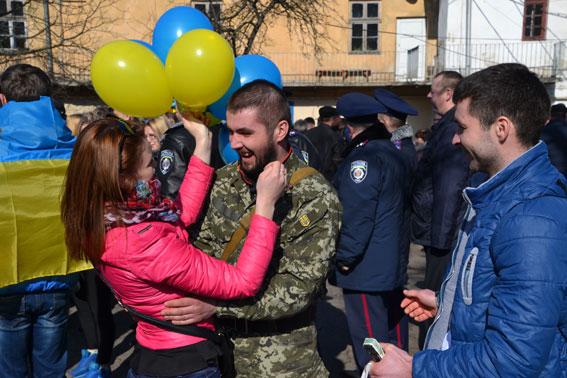 До Львова із зони АТО повернулись бійці (Фото)