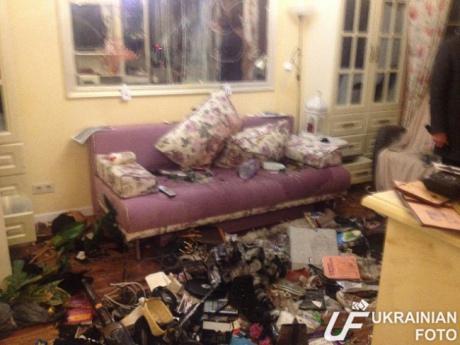 Невідомі розтрощили квартиру чоловіка Вікторії Сюмар (ФОТО)