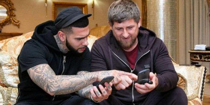 Кадыров и Тимати отказались от iPhone в пользу отечественного производителя
