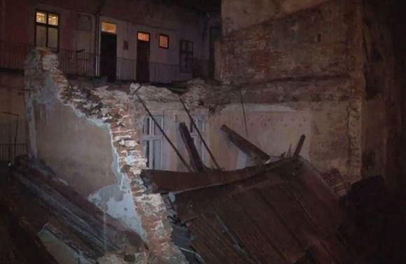 Чиновники знали об угрозе обвала дома в центре Львова (фото)