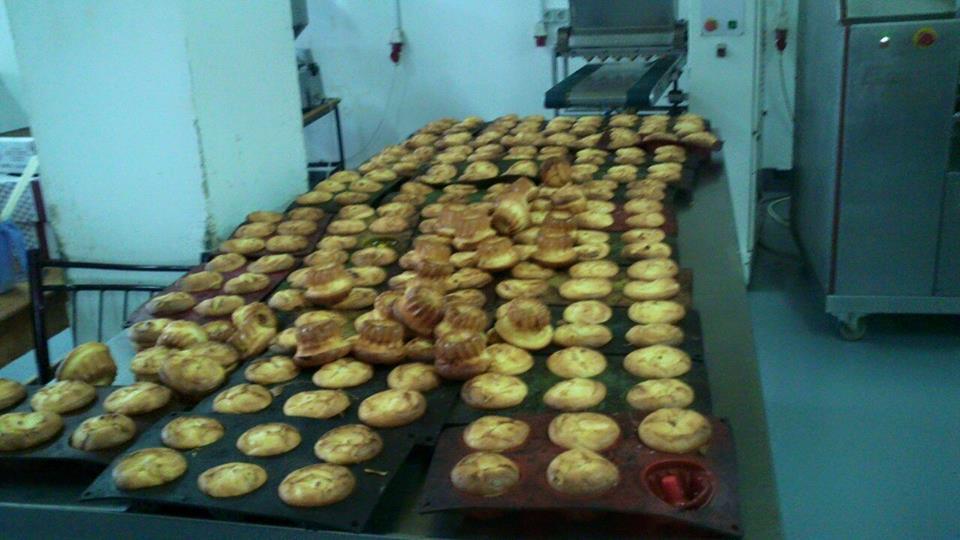 """Активісти провели """"ревізію"""" пекарні, яка випекла кекс… із тараканом (фото)"""