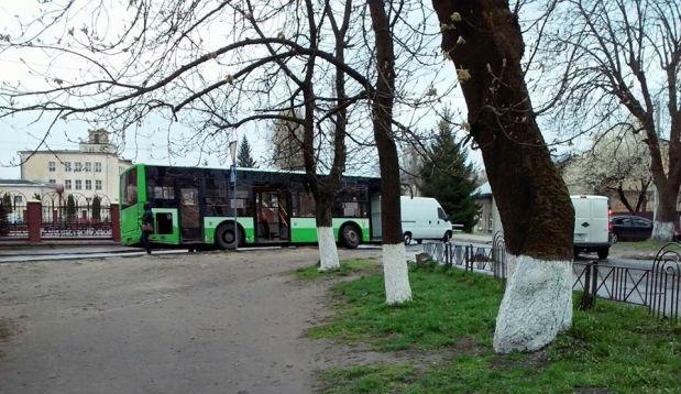У Львові в маршрутки  відлетіло колесо (фото)