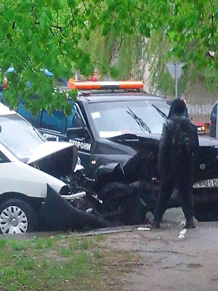 У Львові в ДТП потрапив автомобіль охоронної фірми:  постраждало двоє осіб (фото)