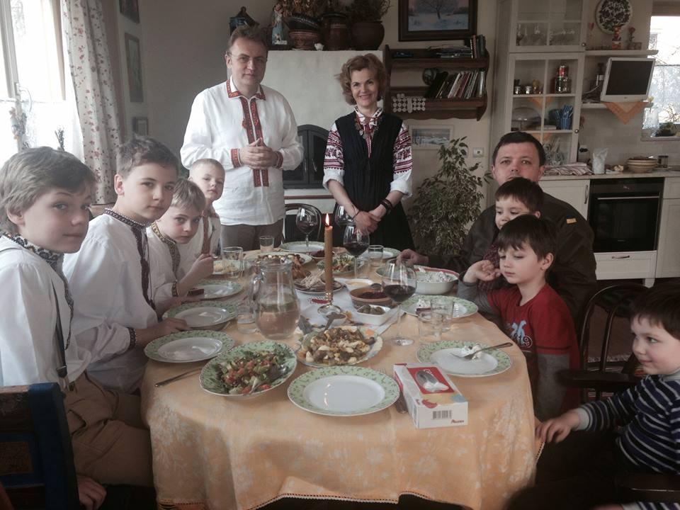 Семенченко разом із дітьми святкував Великдень у Львові з родиною Садового (фото)