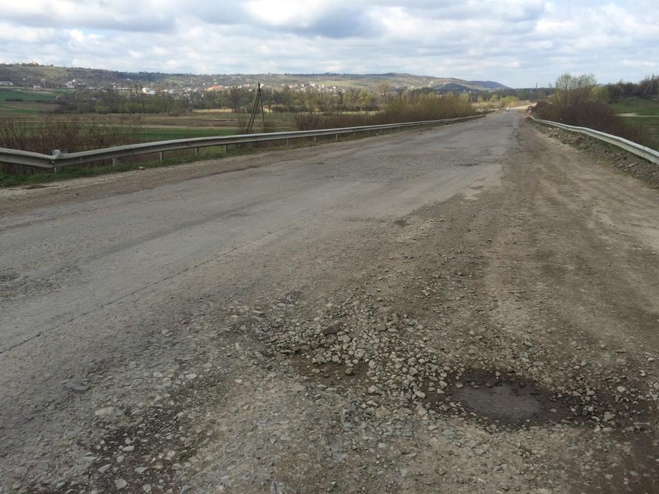 Як насправді поремонтували дорогу Тернопіль-Львів? (Фотофакт)
