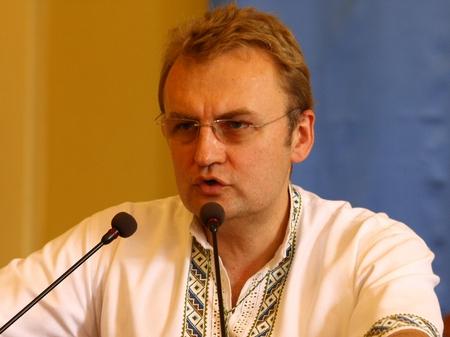 """Активіст обізвав Андрія Садового  """"рижою худобою"""" (відео)"""