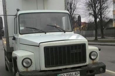 У Львові водій створив аварійну ситуацію, а після зауважень поліз у бійку (ФОТО)