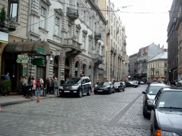 Зранку в центрі Львова перехожі знайшли муляж гранати