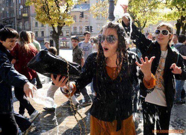 Феминистки Львова призывают не превращать Обливной понедельник на насилие
