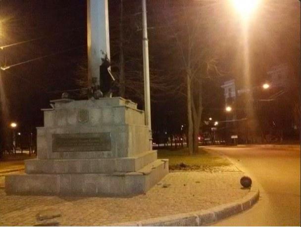 В Харькове неизвестные взорвали стелу с украинским флагом (ФОТО)