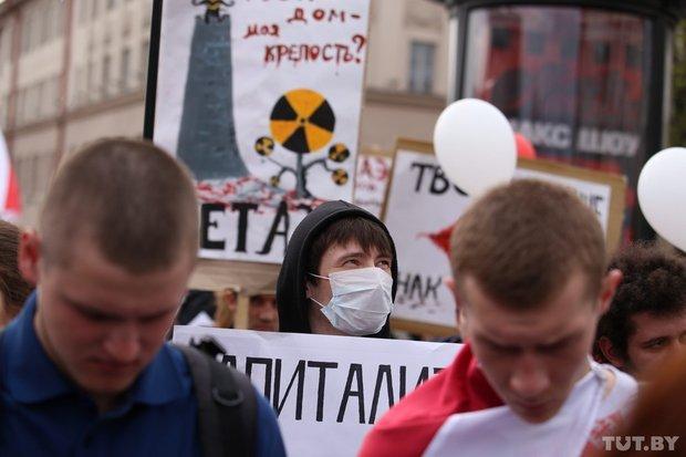 В Мінську під час акції опозиції затримали хлопця з українським прапором (ФОТО)