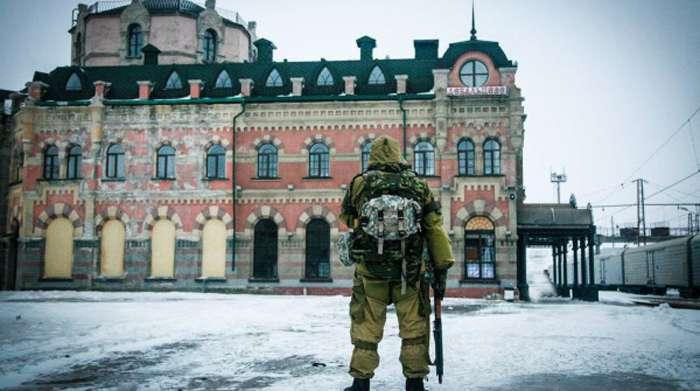 Російський спецназ охороняє невідомий вантаж на станції «Дебальцеве»