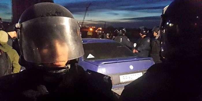 В Дніпровському районі Києва стріляють, є поранені (ФОТО)