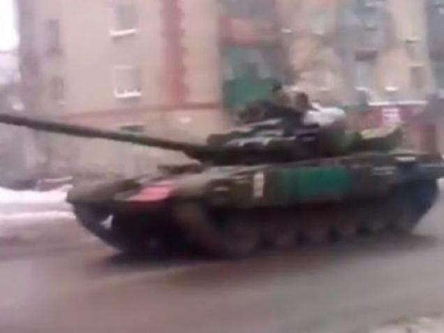 Луганськом їздить колона російських танків – очевидці (відео)