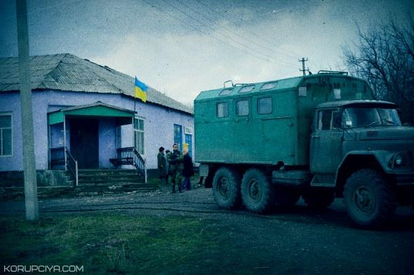 Москаль підняв український прапор над ще одним селом на Луганщині (ФОТО)