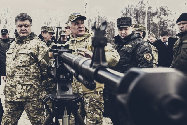 Порошенко оглянув новітні зразки українського озброєння (ФОТО)