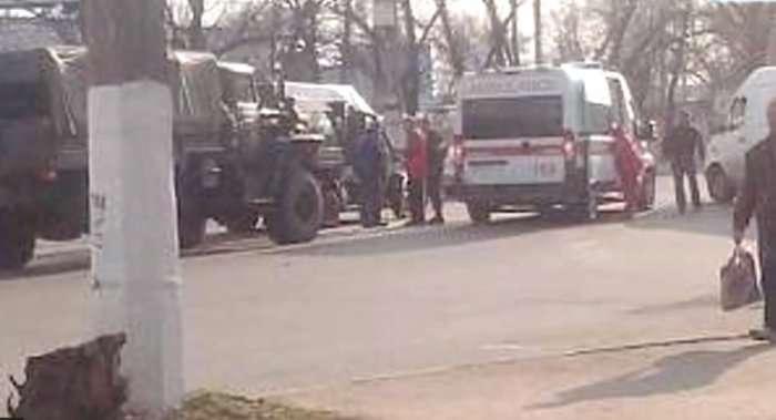 Терористи вантажівкою протаранили маршрутку у Макіївці (ВІДЕО)
