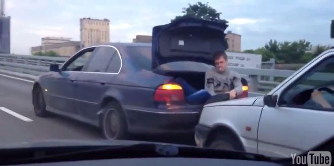 Креативний спосіб буксирування авто по-російськи (ВІДЕО)