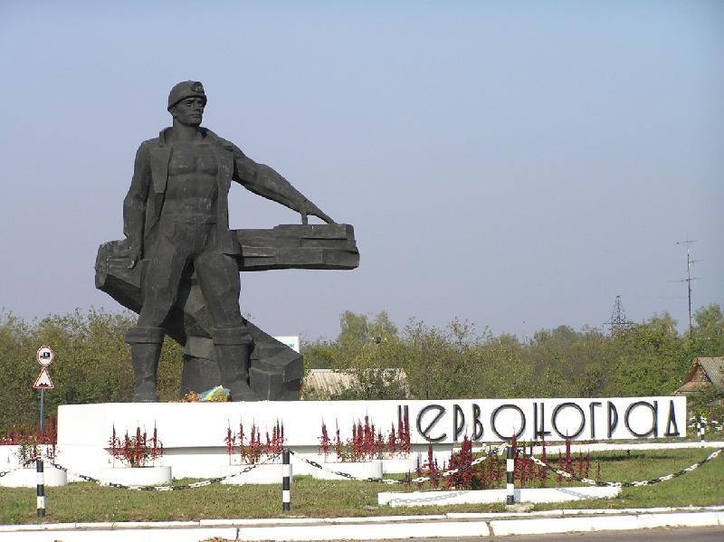 """У Червонограді триває """"війна"""" за приватну стоянку мера (Відео)"""